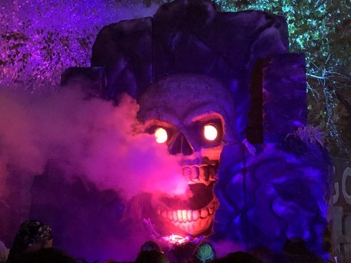 Kings Island Haunt Glowing Skull Pirates